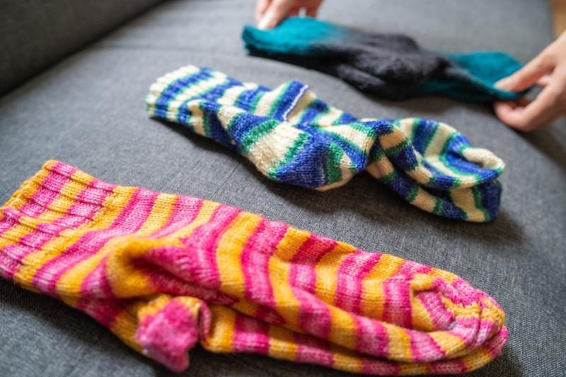 Socken auf der Couch